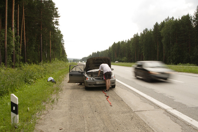 breakdown-side-of-road-car
