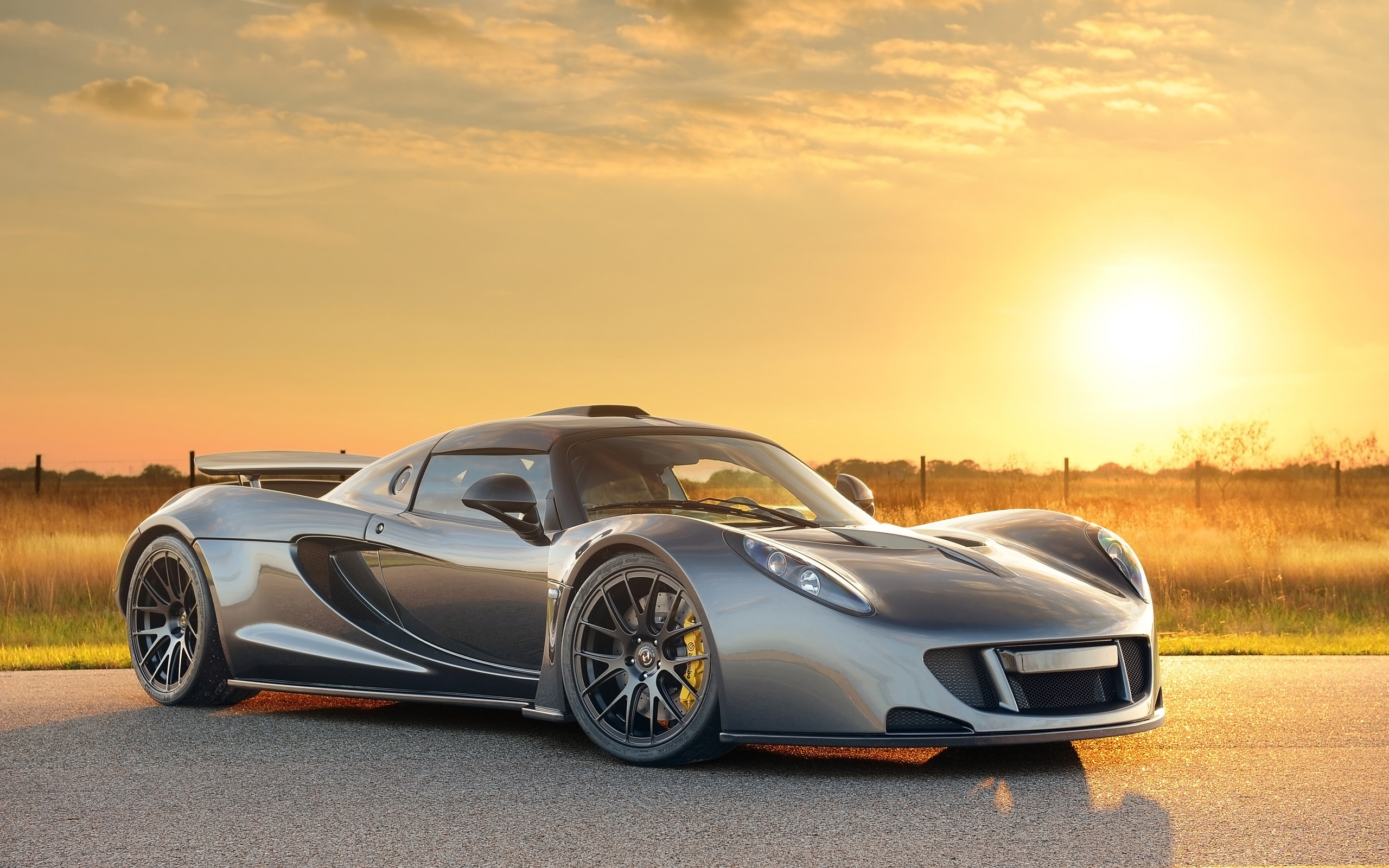 Kian's top video of the week: World's Fastest – 270.49 mph Hennessey Venom GT